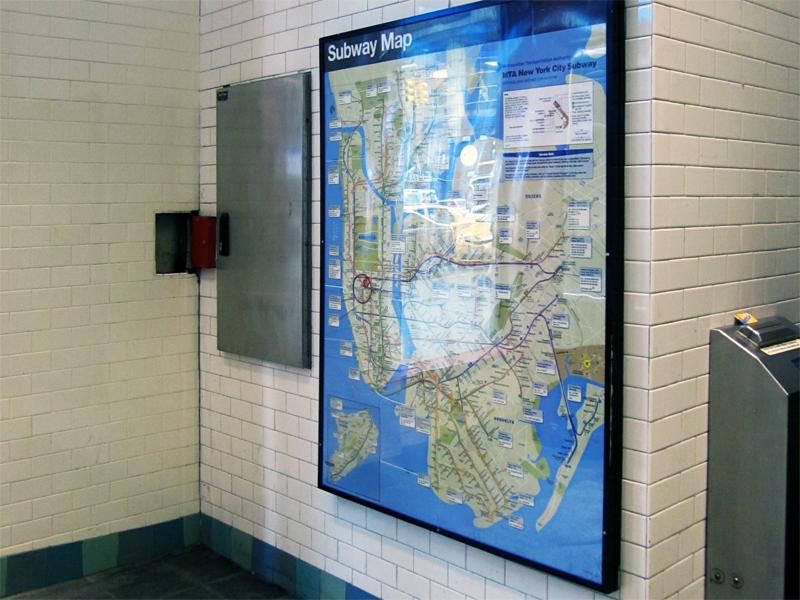 Vita halftiles i New Yorks Tunnelbana