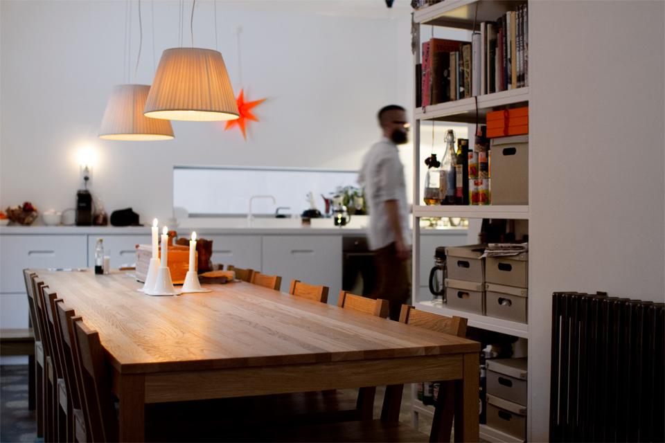 Kök i Västra Hamnen i Malmö. Bord och stolar av Jonas Lindwall.