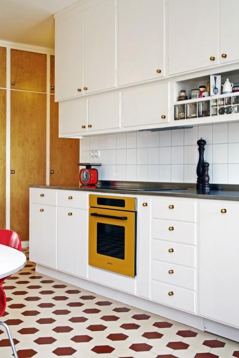 Kök funkis med redalådor