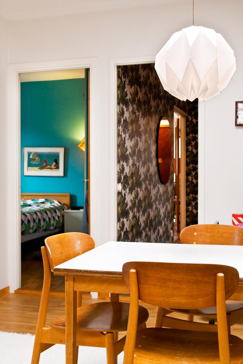 Vackra Koksbord : Vid koksbordet mitt i huset flodar ljuset fron tvo takfonster som