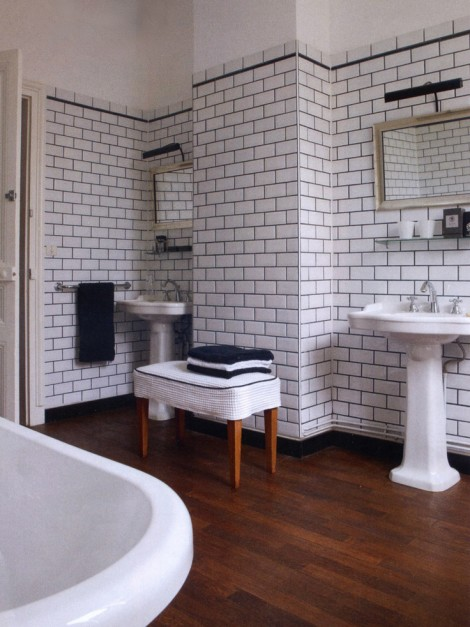 Vitkaklat badrum halftile copy