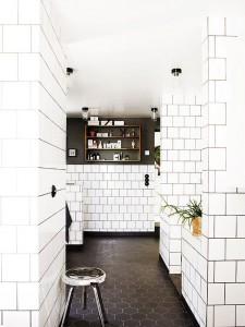 vitkaklat badrum med field tile