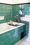 Inbyggt badkar i tjugotalsbadrum