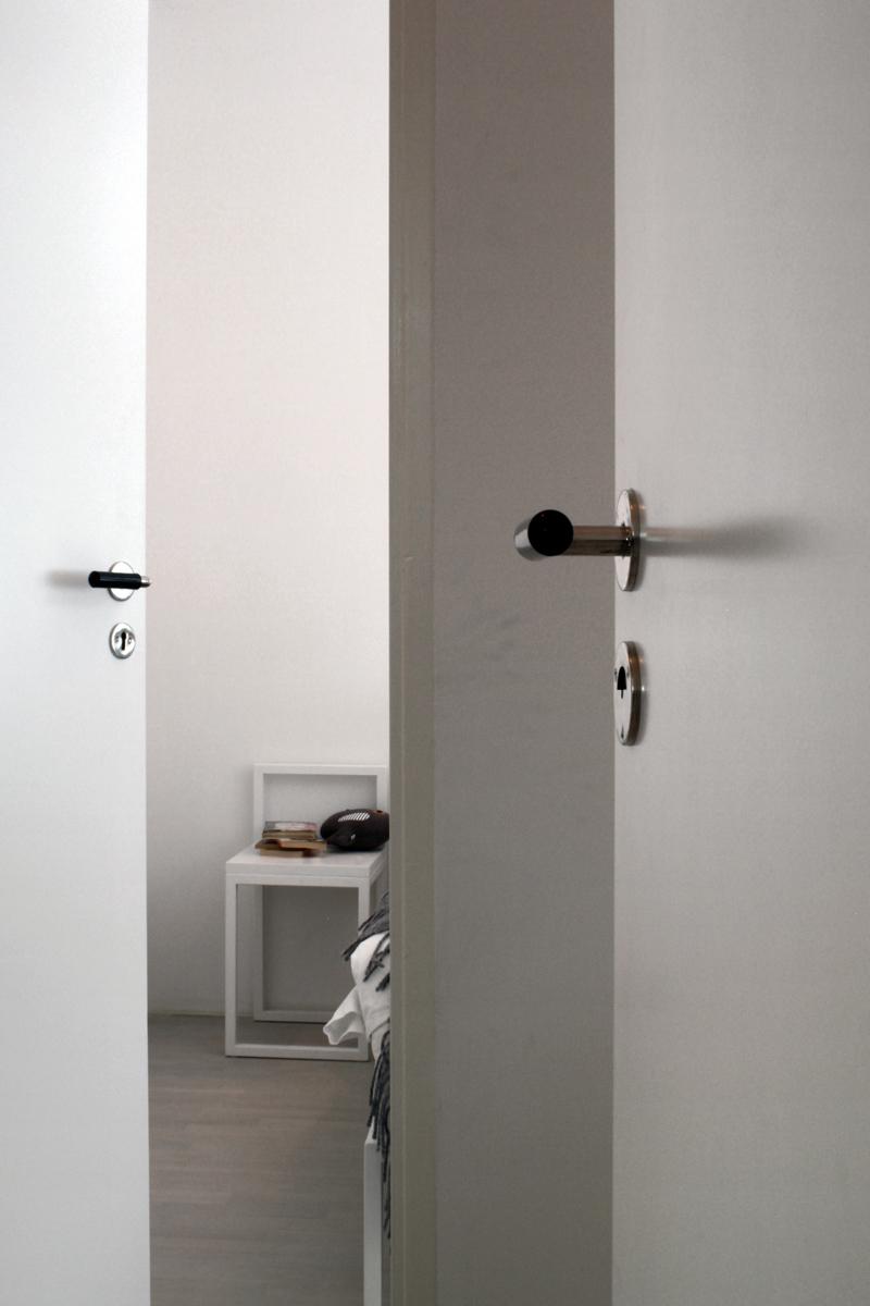 Funkiskok Kakel : funkiskok kakel  Enkla, slota dorrar i ett hem i minimalistisk