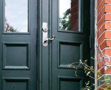 Dörrhandtag i originalstil – utan avkall på säkerheten